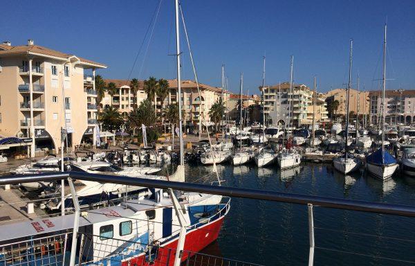 Bord de mer, hôtel de plus de 30 N° à vendre Ref HO-743