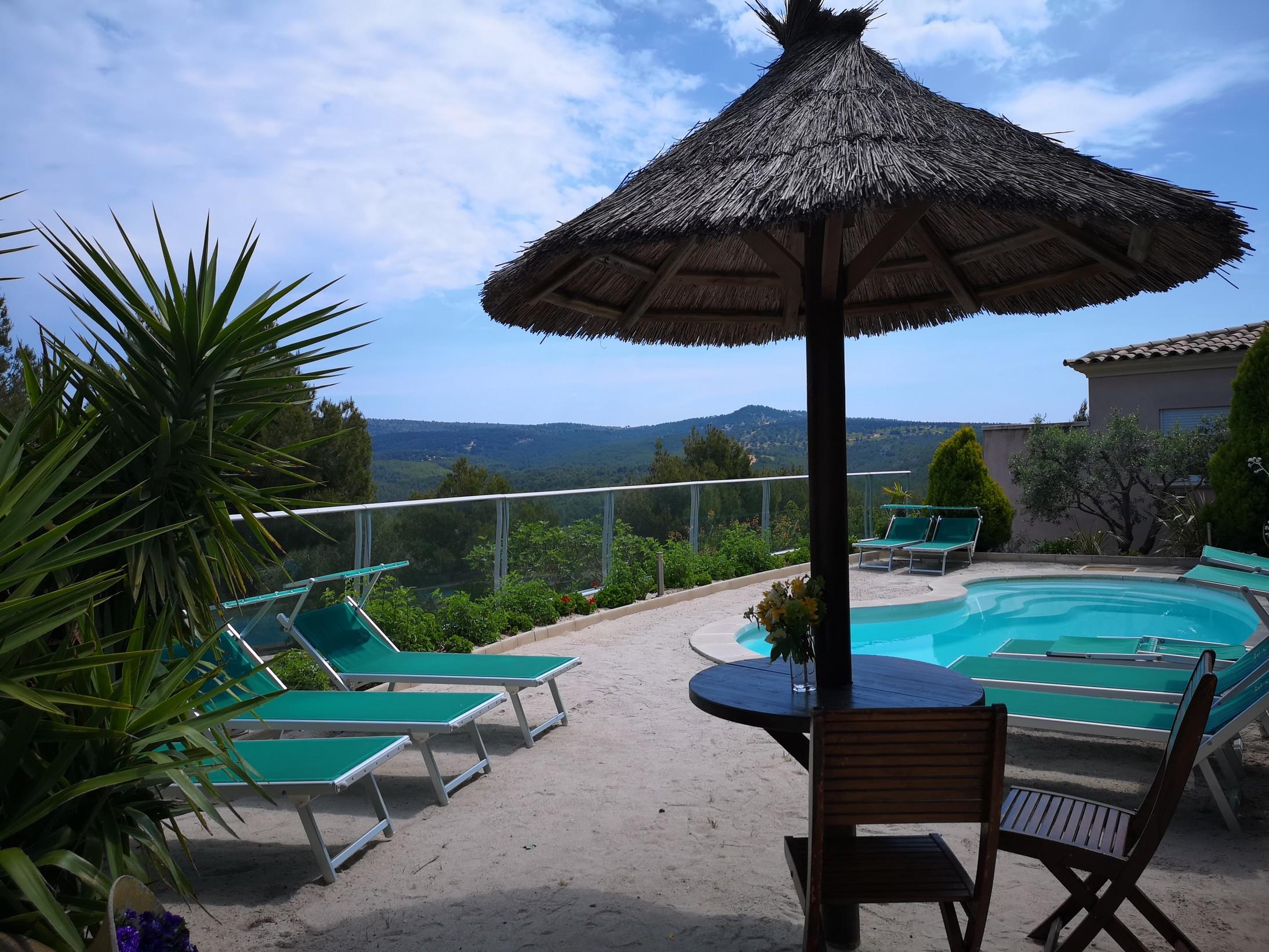 vue piscine chambre d'hôtes à vendre