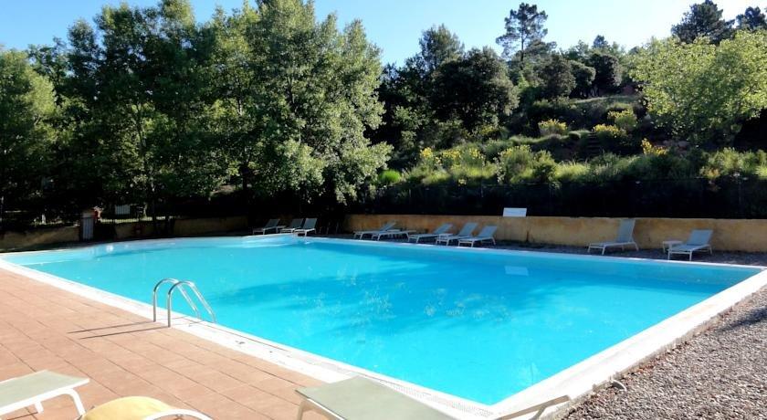 Très beau village de vacances à vendre avec piscine