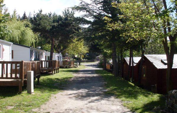 Ensemble immobilier de 11 logements et camping
